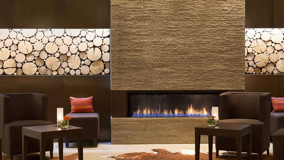 Fireside view of lobby and lounge at Trademark property