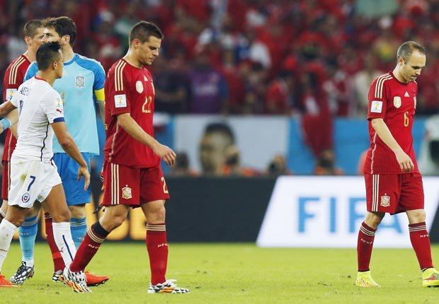 Equipo español tras perder ante Chile y ser eliminado del mundial - Curiosidades del Mundial de fútbol de Brasil 2014