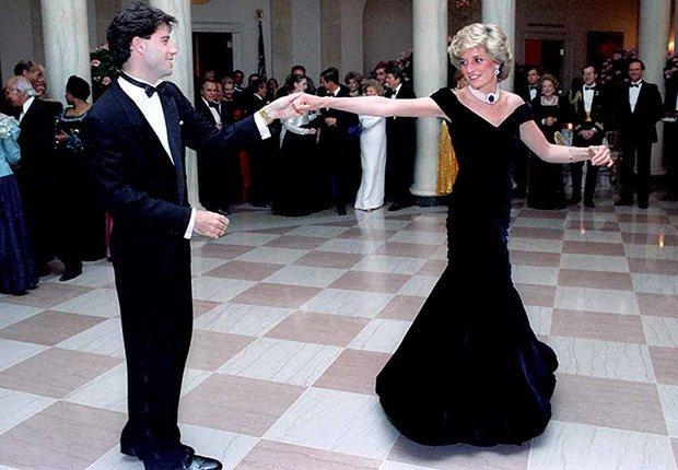 Lady Diana y John Travolta bailando en la Casa Blanca
