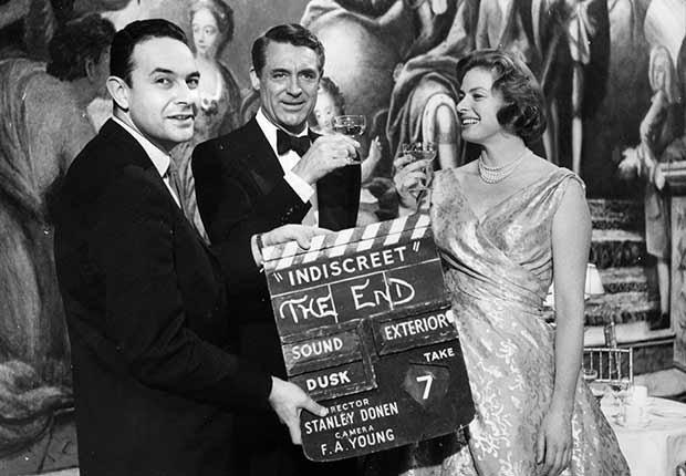 Director de cine Stanley Donen con el actor inglés Cary Grant e Ingrid Bergman, 1958