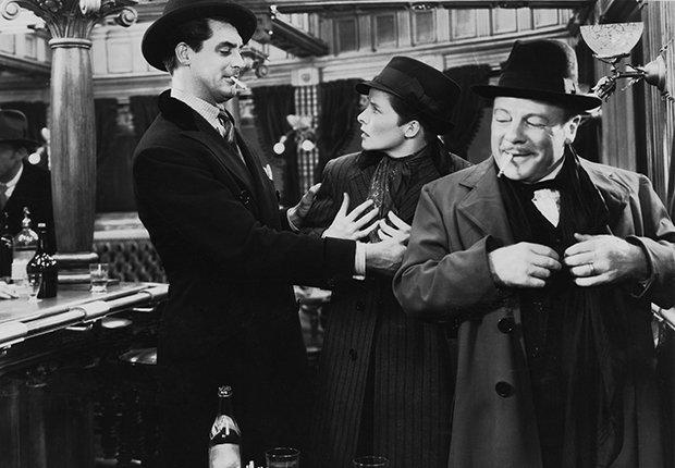 Cary Grant, Katharine Hepburn, Edmund Gwenn, en una escena de la película Sylvia Scarlett, 1935
