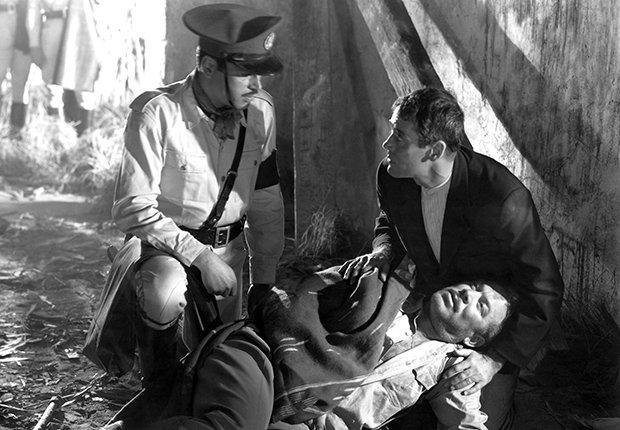 Pedro Armendáriz un actor que dejó huella en México y Hollywood - En una escena de la película The Fugitive con Henry Fonda, 1947