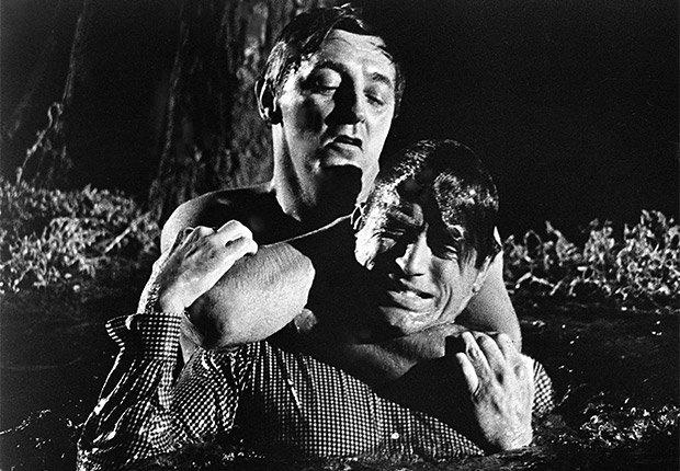 Robert Mitchum y Gregory Peck en una escena de la película 'Cape Fear'