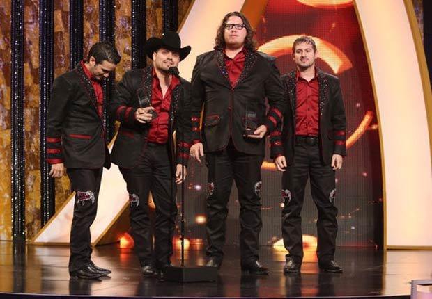 Voz de Mando logró dos premios: canción del año y mejor tema norteño del año, ambas por