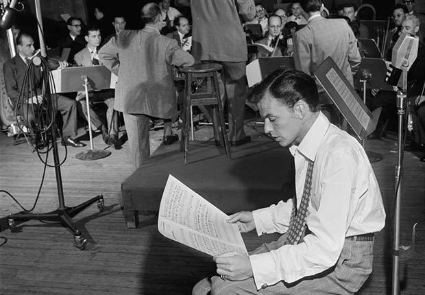 Frank Sinatra y Axel Stordahl, en Liederkrantz Hall, New York - 100 años de su natalicio