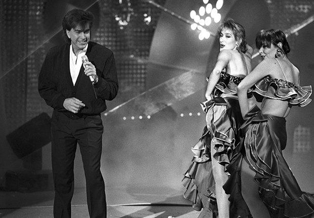 José Luis Rodríguez, El Puma. Un recorrido a la carrera del cantante venezolano. Madrid, 1990, durante el programa de RTVE, Viva el espectáculo