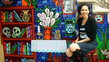 Retrato de Aurora Anaya-Cerda, propietaria de la librería: La Casa Azul.