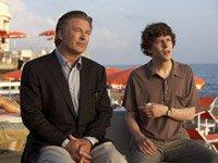 Alec Baldwin y Jesse Eisenberg en una escena de la película de Woody Allen, To Rome with Love.