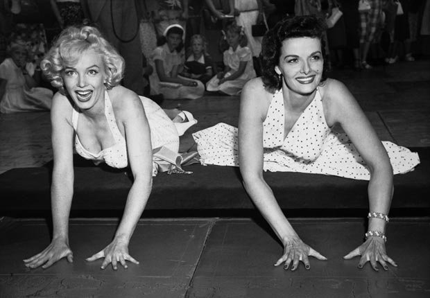 Marilyn Monroe y Jane Russell en Hollywood's Grauman's Chinese Theatre