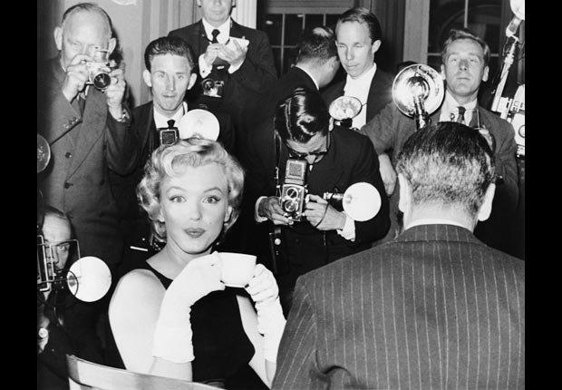 Marilyn Monroe en la película 'The Prince and the Showgirl' con Laurence Olivier.
