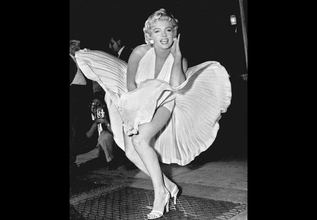 Marilyn Monroe en la famosa escena de la falda en la pelícual 'Itch'.