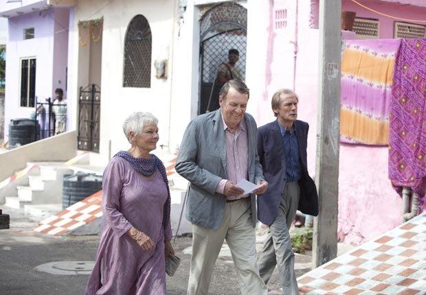 Judi Dench, Tom Wilkinson y Bill Nighy en la película The Best Exotic Marigold -  Las 10 mejores películas del 2012
