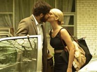 Jake Gyllenhaal y Melanie Laurent en la pelícila Enemy
