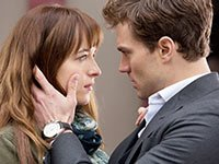 Dakota Johnson y Jamie Dornan en una escena de Fifty Shades of Grey.