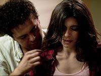 Marco Pérez y Sofía Espinosa en una escena de la película Gloria, de la vida de Gloria Trevi