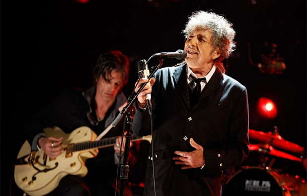 Bob Dylan performs