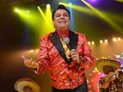 Juan Gabriel cantnado en el 2014 - Carrera del cantautor mexicano - Herencia hispana