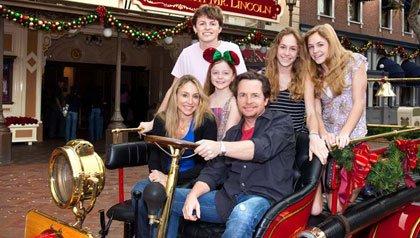 Michael J. Fox, con su esposa Tracy Pollan y sus hijos en Disneyland