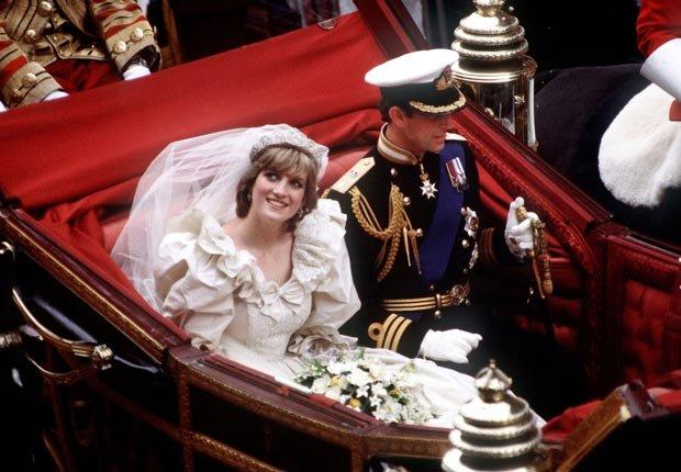 Princesa Diana y Príncipe Carlos el dia de su boda