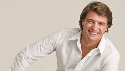 Foto de retrato del actor argentino Juan Soler, vocero de la campaña 'Cuídate, corazón'.
