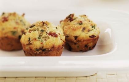 Mini-muffins con tomates secos y aceite de oliva