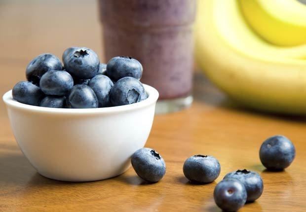 Jugo de arándanos, mango y plátano - Recetas de jugos saludables de fruta fresca