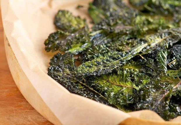 Kale y chips - 10 pasabocas bajos en calorias