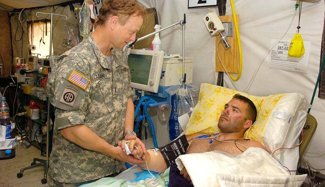 In May 2007, Gary Sinise went on a USO tour to Kuwait and Iraq and visited wounded solders in the hospital.