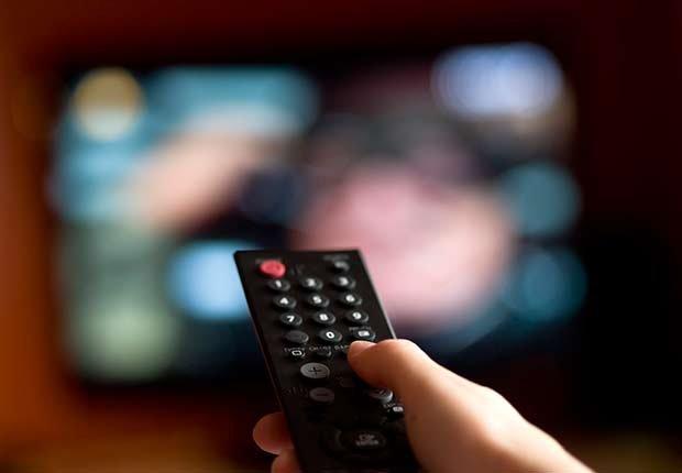 Control remoto de TV - Consejos escuchar mejor durante las fiestas de Navidad