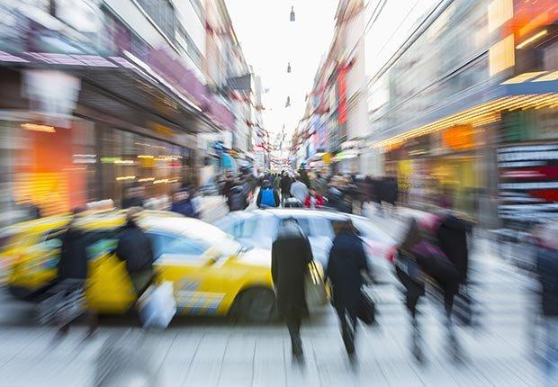 Calle concurrida en alguna ciudad - Cómo usar y acostumbrarse a tus nuevo audífonos