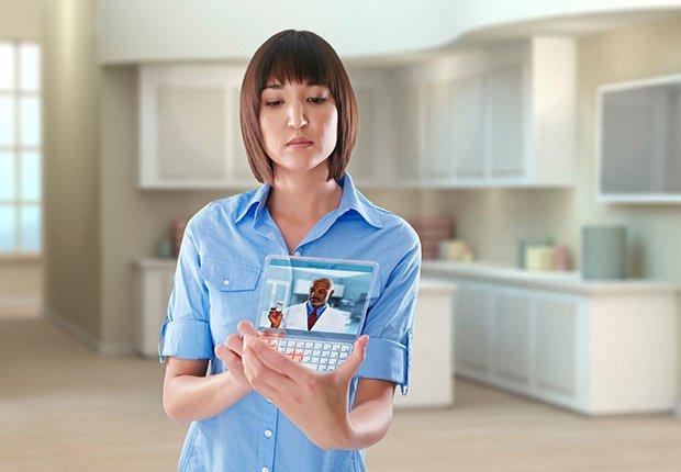 Enfermera usando una tableta futurística - Futuro de la medicina