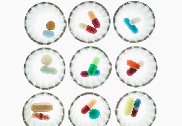 Medicamentos en un fondo blanco