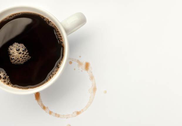 Una taza con café -  Alimentos que afectan la salud del corazon