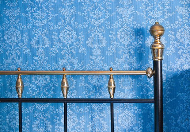 Papel de colgadura azul - 7 cosas que usted puede hacer en el dormitorio que pueden salvar su vida
