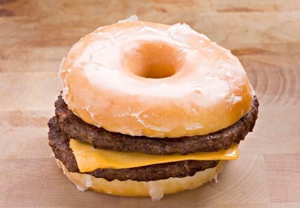 Hamburguesa doble con queso - 7 razones por las que estamos gordos