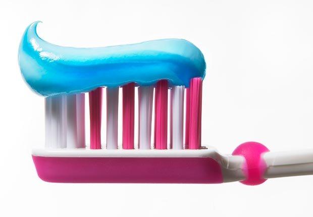 Cepillo de dientes y pasta de dientes - Su cepillo de dientes en un semillero para las bacterias?