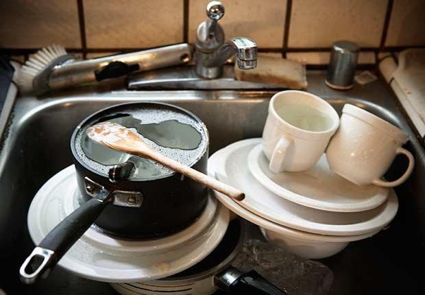 Vajilla sucia en el fregadero - Lo bueno de los malos hábitos