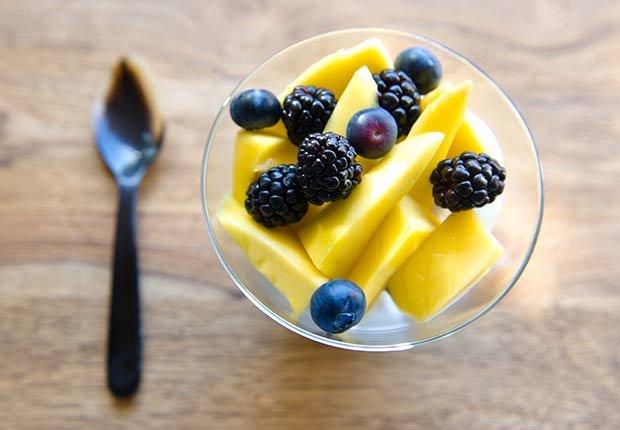 Envase con frutas - Malos hábitos después de comer