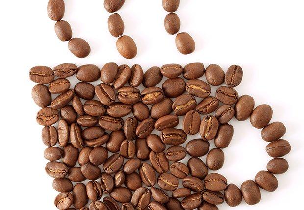 Taza de café compuesta de granos de café