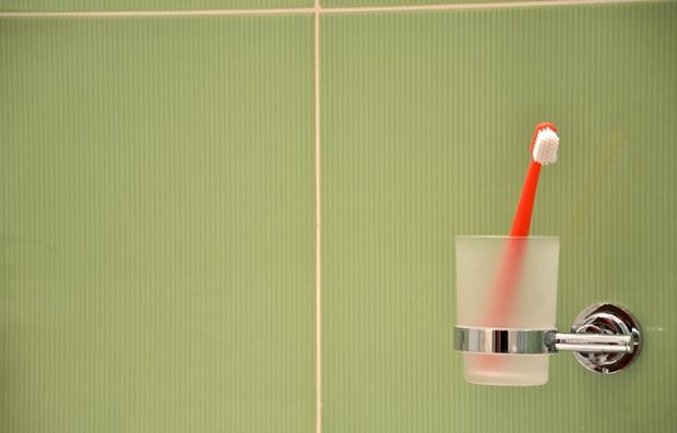 Vaso y cepillo de dientes