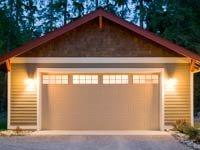 Si busca agregar valor al remodelar su casa, una nueva puerta para el garaje es buena idea.