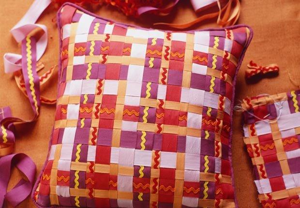 Almohadas y cintas, Mezcla lo antiguo con lo nuevo