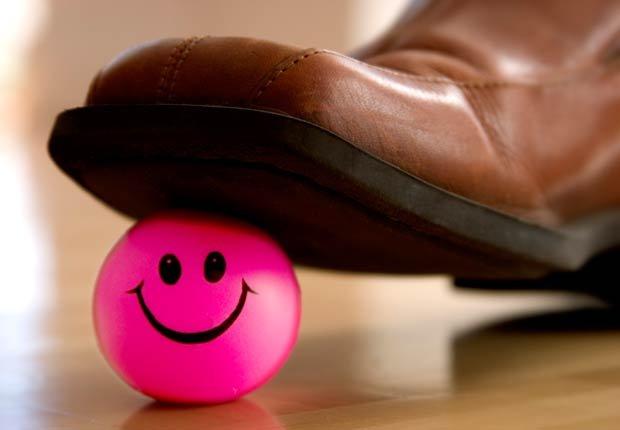 Zapato pisando un juguete, 10 artefactos para maximizar la seguridad en el hogar