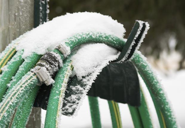 Mangueras con hielo - Prepare su casa para el invierno