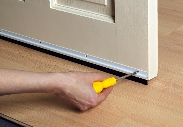 Tape la fuga de aire de las puertas - Prepare su casa para el invierno