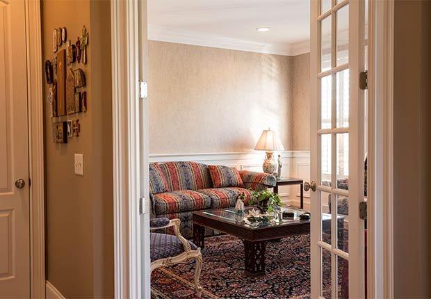 Maneras de decorar espacios pequeños - Puertas estilo frances