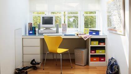 Oficina en la casa con ventanas - Cómo crear una oficina en casa