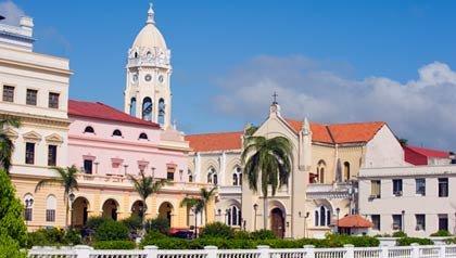 Iglesia de San Francisco, casco histórico de la ciudad de Panamá, Panamá. Excelentes ofertas de finca raíz en lugares históricos en latinoamerica.