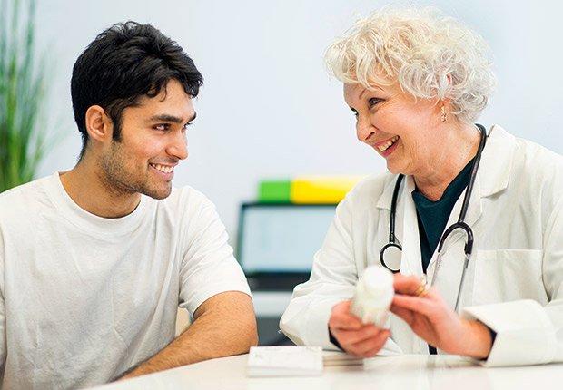 Paciente con su doctora - Sácale provecho a tu cumpleaños y a tu edad