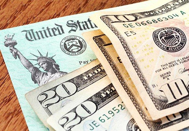 Dinero y cheque del IRS - Sácale provecho a tu cumpleaños y a tu edad